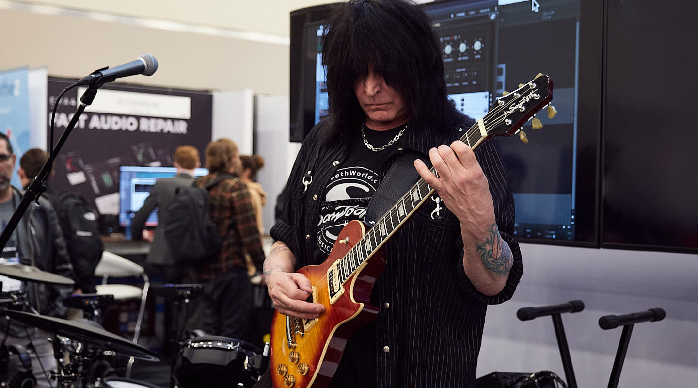 Michael Angelo Batio - A player this fast needs low latency